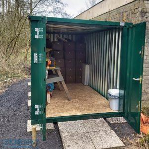 ral 6005 groene opslagcontainer met spullen