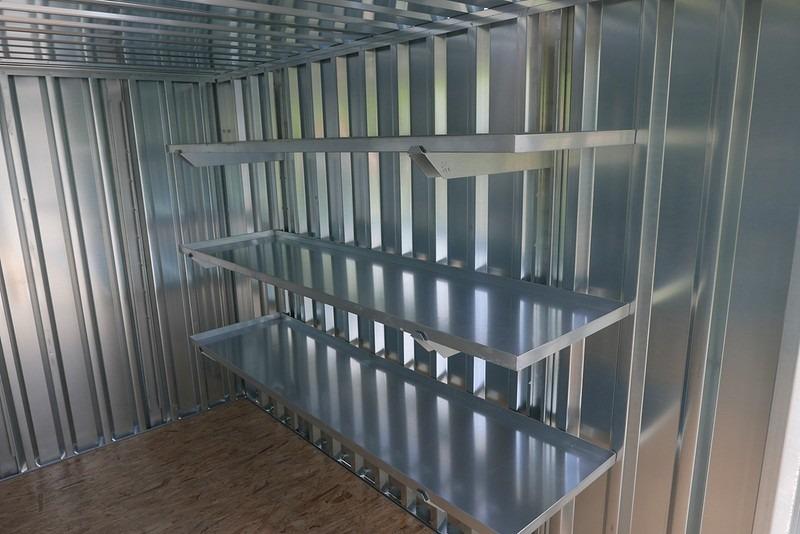 drie 2 meter stellingen voor aan de zijkant van uw container