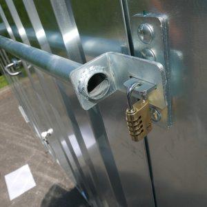 Stevige veiligheidsbalk inclusief sterk slot voor uw bouwcontainer