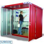 Rood RAL gekleurde rookcontainer met afdak overkapping in gebruik met bouwtekeningen en stellingen
