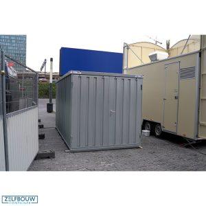 Materiaalcontainer bij oliebollenkraam station Amsterdam