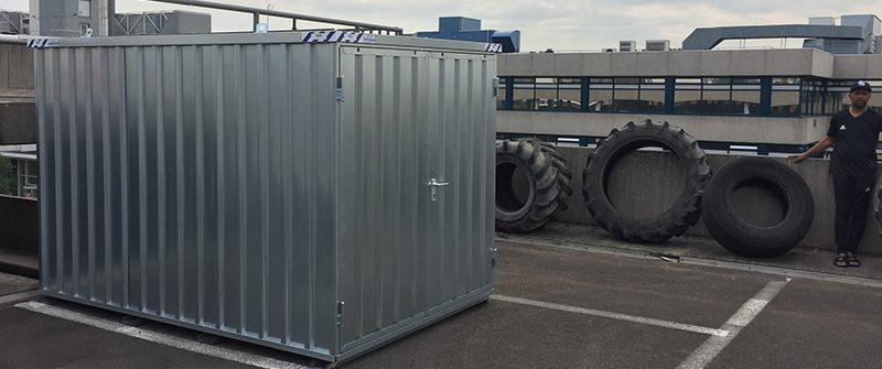 Bandenopslag demontabele container bij een sportschool